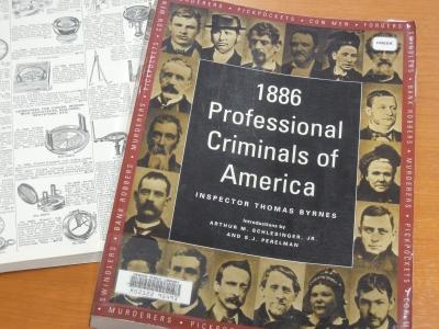 右は、19世紀末にニューヨーク警察の刑事部長を務めた、Thomas Byrnesが出版した犯罪者の人相ポートレート集