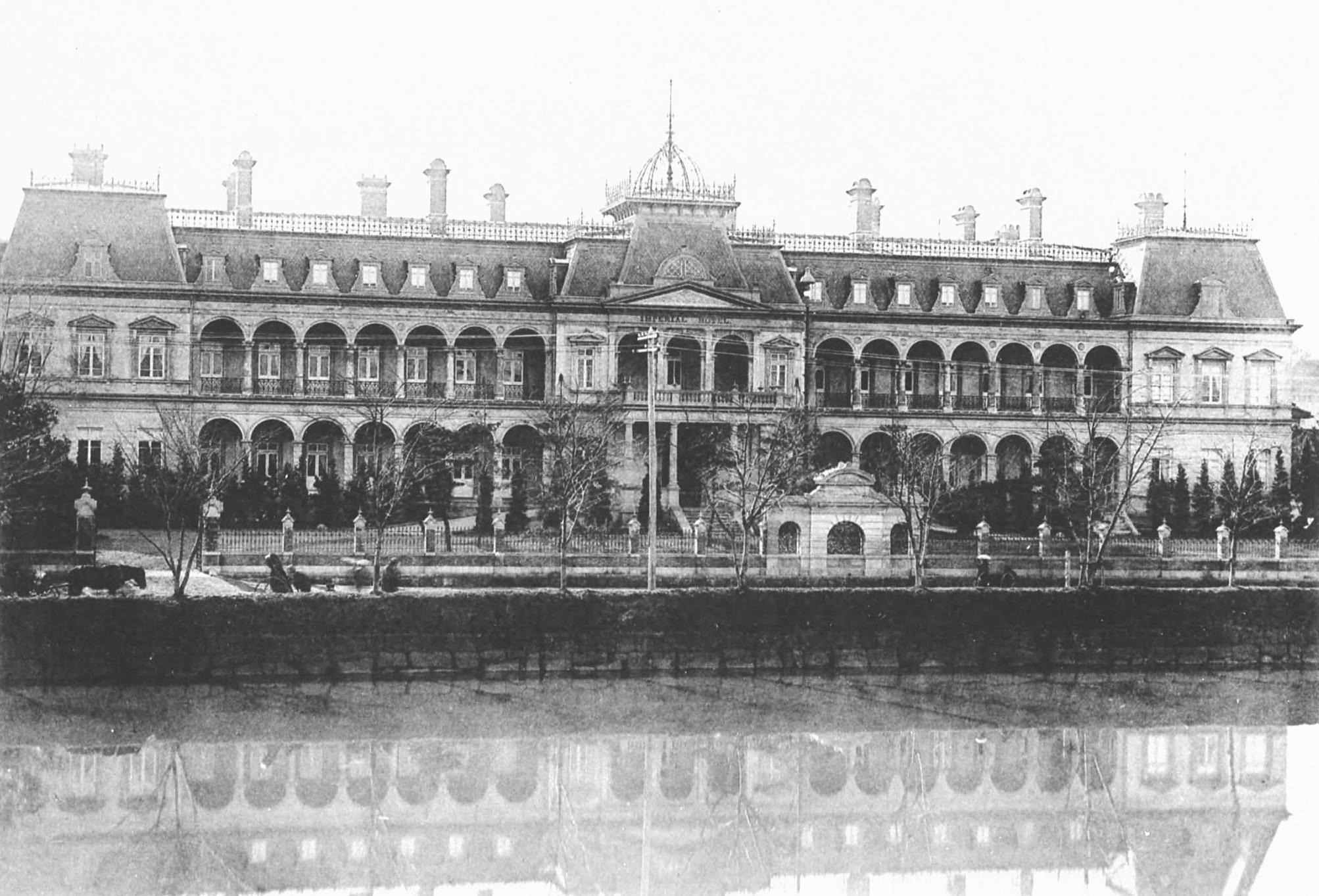 渋沢栄一が大倉喜八郎らとともに手がけた帝国ホテル。(写真:国立国会図書館)