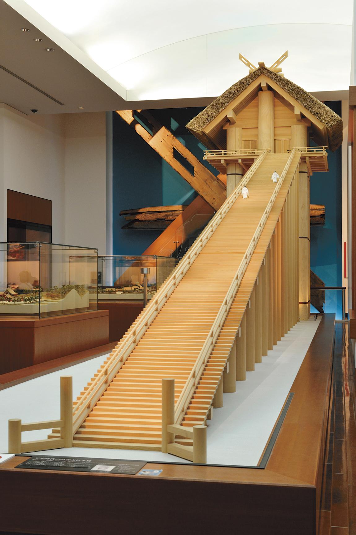 古代出雲歴史博物館にある、平安時代の出雲大社本殿模型。