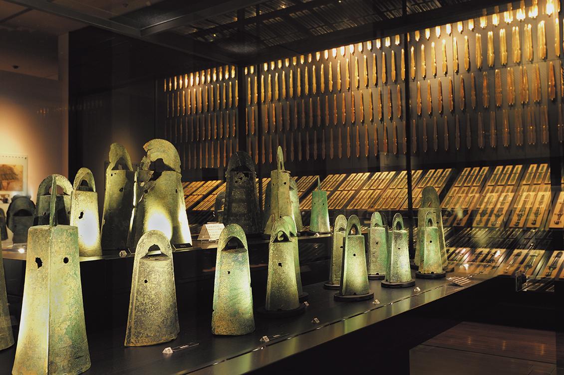 出雲地域では銅剣や銅鐸が数多く出土。弥生時代のものと推定され、貴重な銅を使われていたことから当時の勢力がわかる。