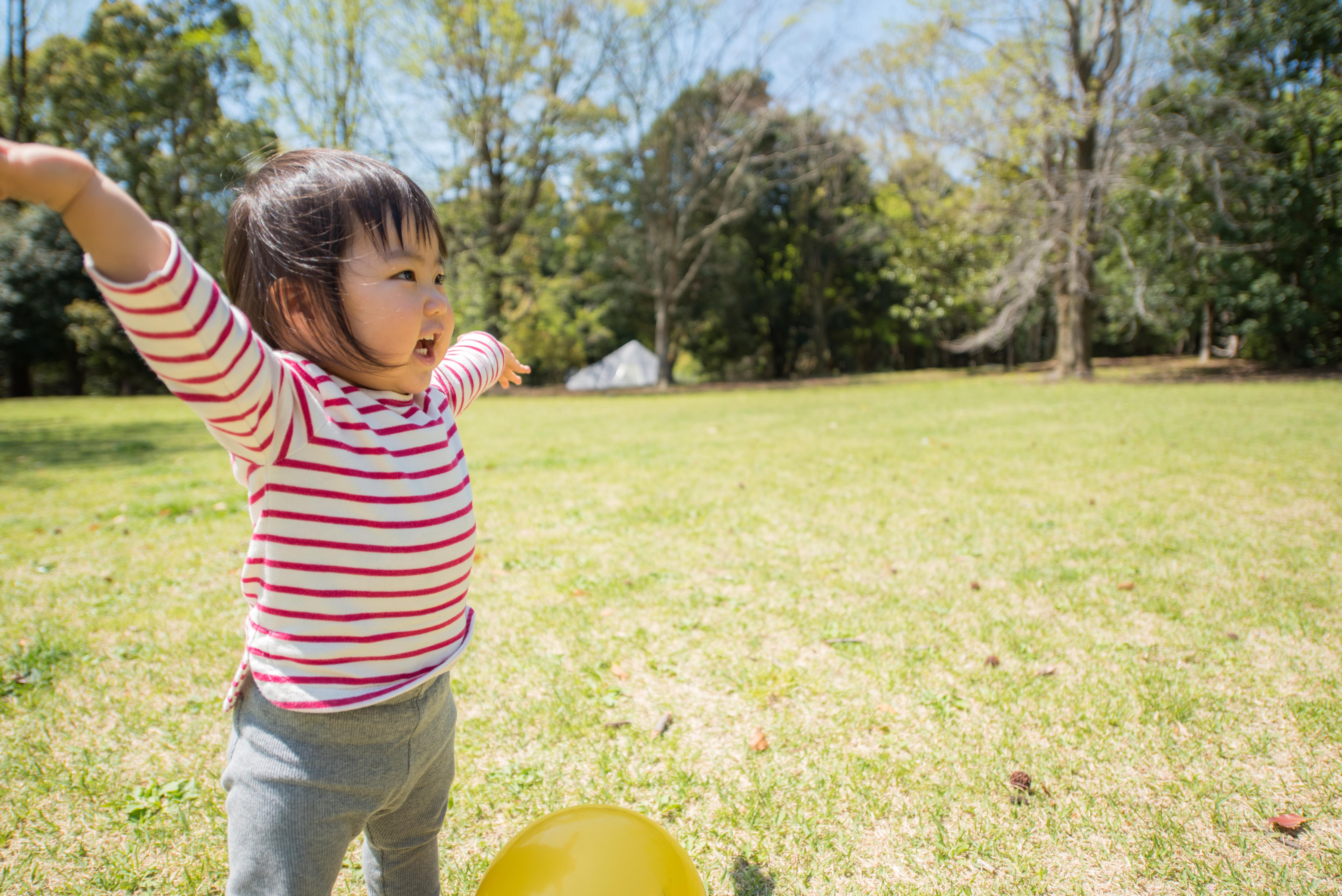 ・公園・芝生・子供