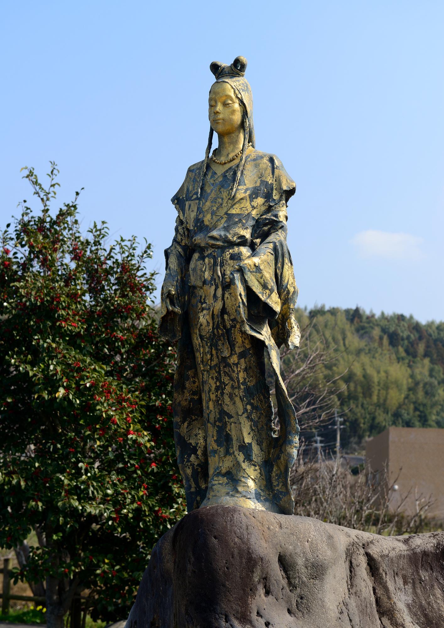 鹿児島県南さつま市のコノハナノサクヤビメ像