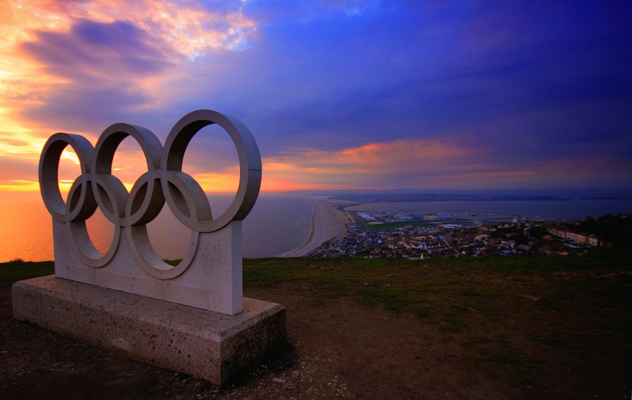 英国ウェイマスにあるオリンピックシンボルの石像。