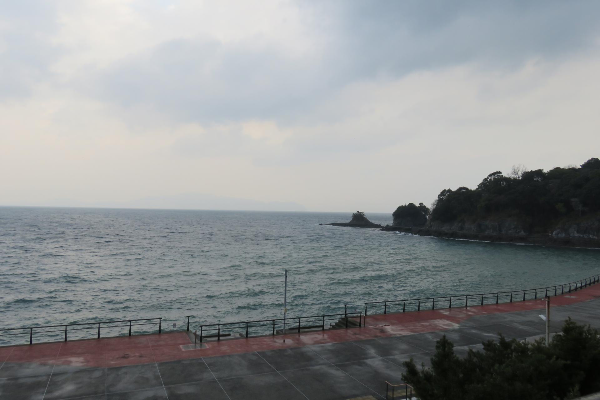 熊本県水俣市の、湯の児温泉の海岸。